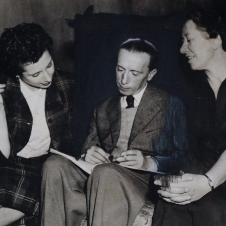 Rhys Davies with Miriam Karlin and Flora Robson: Image 3