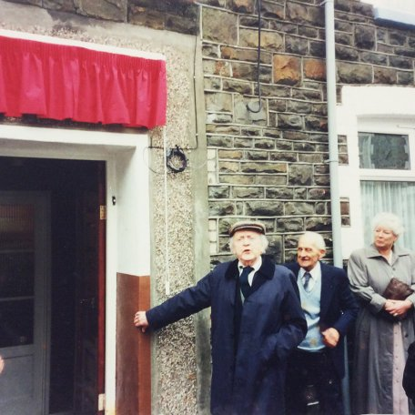 Lewis Daives unveils a plaque in memory of his brother at their old home in Clydach Road, Blaenclydach: Image 15